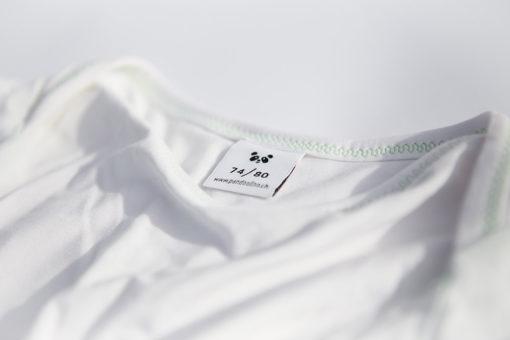 Halsausschnitt mit Etikette