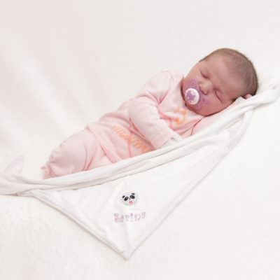 Neugeborenes mit Tüchlein